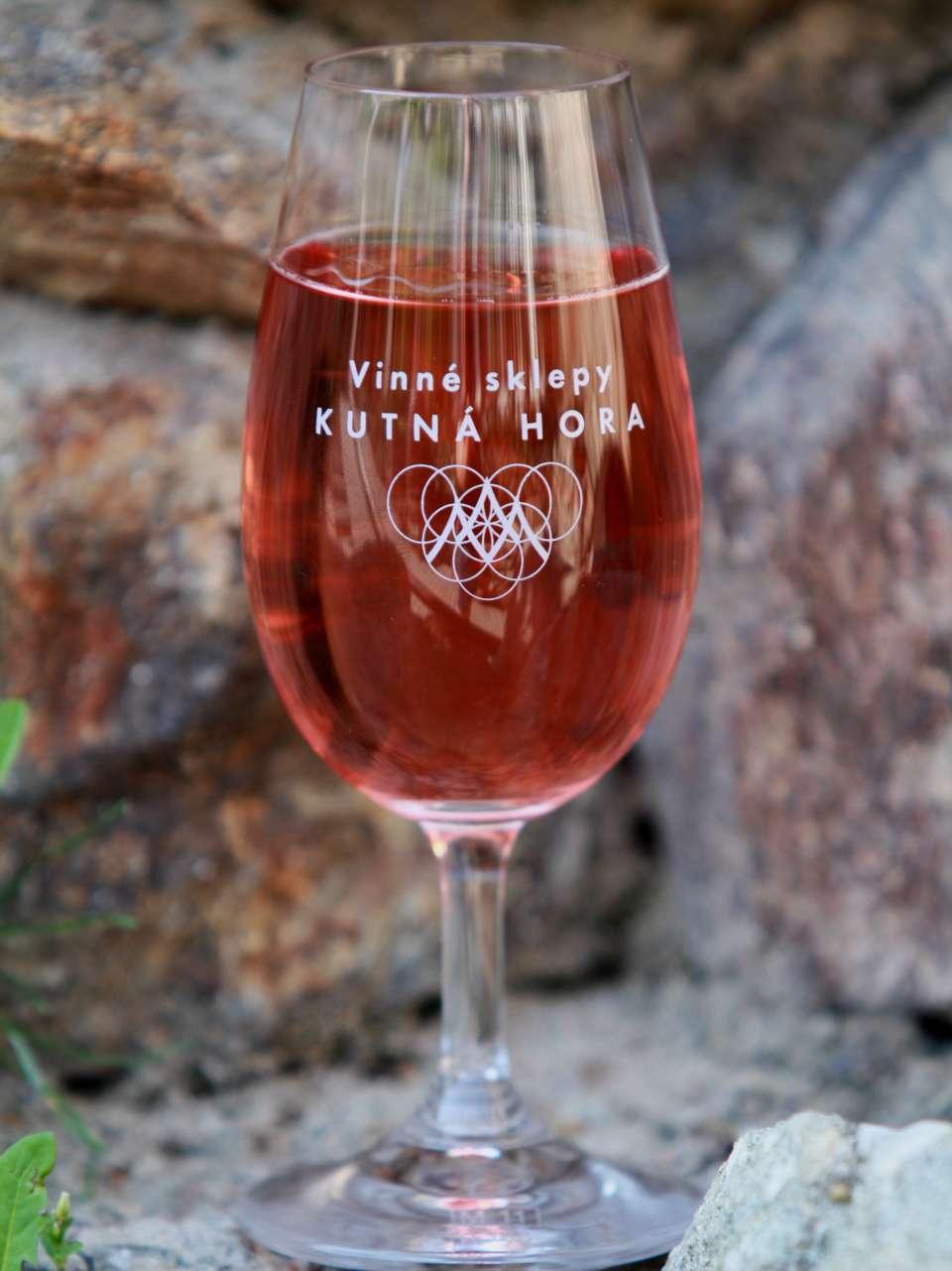 Propagační číše vína